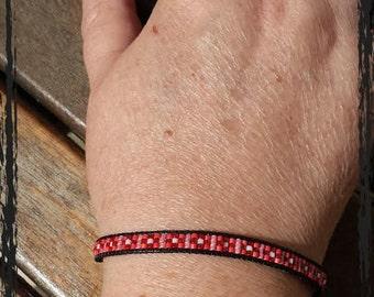 Bracelet woven waxed cotton.