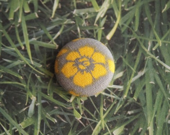 Gray and yellow flower print fabric covered buttons (size 60, 40, 32)