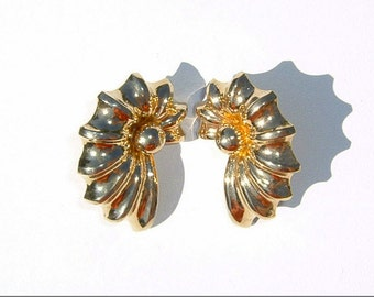 80s Stunningly Shaped Goldenrod Color Pierced Earrings