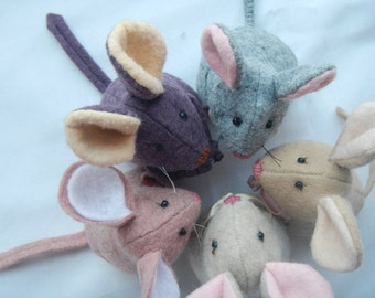 Mouse sewing pattern PDF- 4 inch tall -wool felt toy, party favor, craft project, softie, or wedding and seasonal ornament