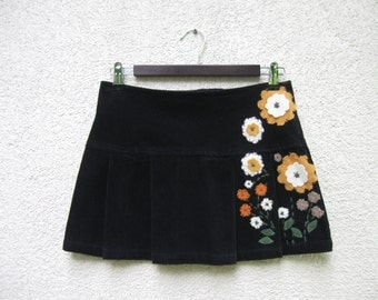 Vintage Black Pleated Mini Skirt Corduroy Size Small Color Full Floral