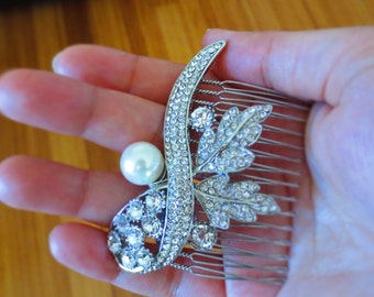 Vintage inspired Bridal Haircomb/ Pearl and rhinestone Bridal hairpiece/ Beautiful rhinestone and pearl bridal haircomb