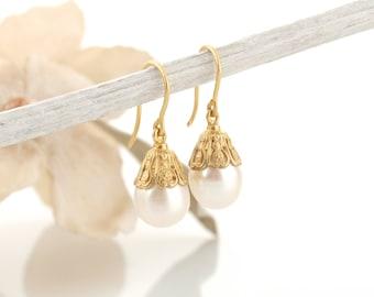 Gold pearl earrings,14k solid gold pearl earrings,14k yellow gold,pearl dangle earrings,vintage inspiration.