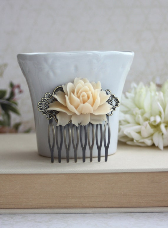 Big Rose, Large Ivory Rose Flower Hair Comb. Vintage Inspired Flowerr Comb. Bridal Comb, Wedding Comb, Rustic Ivory, Bridesmaids Gift Comb