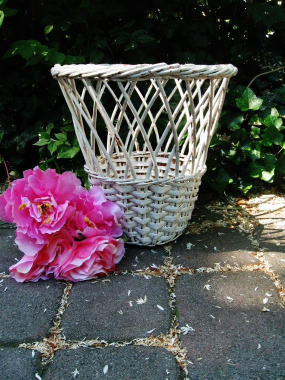 Vintage wicker basket shabby wicker trash by bytheshorevintage - Wicker trash basket ...