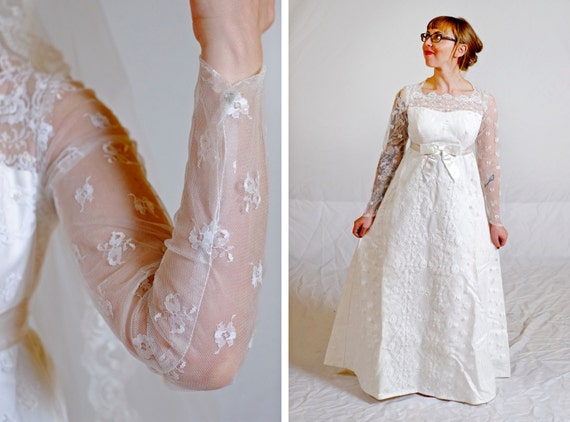 SALE! Vintage 1960s Empire Waist Wedding Dress / XS Extra Small / Matching Veil / Chantilly Lace