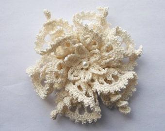 cream brooch, cream crochet brooch, cream handmade brooch, handmade ,pin,accessory,corsage, wedding accessories.