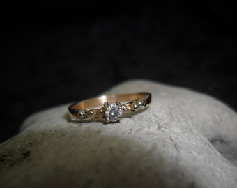 14 k White and yellow gold ring set with a diamond