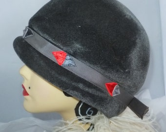 Vintage Hat 1950's Grey Velour Bulbous cloche with red ivory ribboning detail