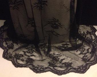 Scalloped Lace Fabric 1 Yard