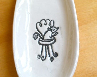 Oval Sushi Dish with Kitty (KISS - White)