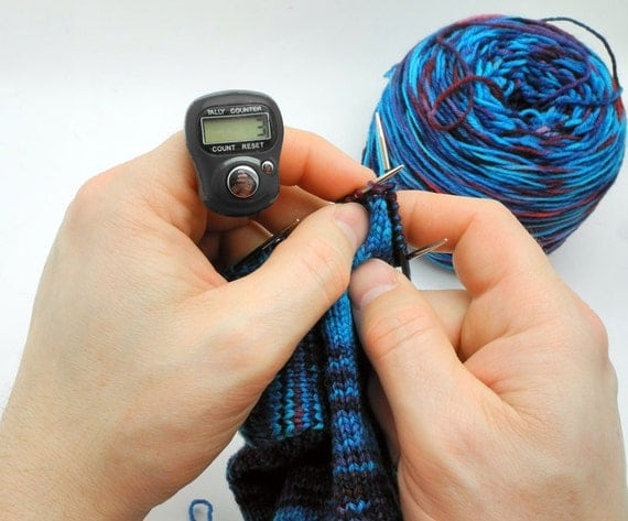 Knitting Row Counter For Finger : Black row counter for knitting and crochet fits on your