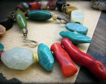 Jungle necklace, Chunky gemstones Russian amazonite Red coral Mookaite jasper Agate African trade beads Brass - Amazon Queen