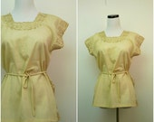 THE POWER Of GOLD . 1970s embroidered tan blouse . size medium to large