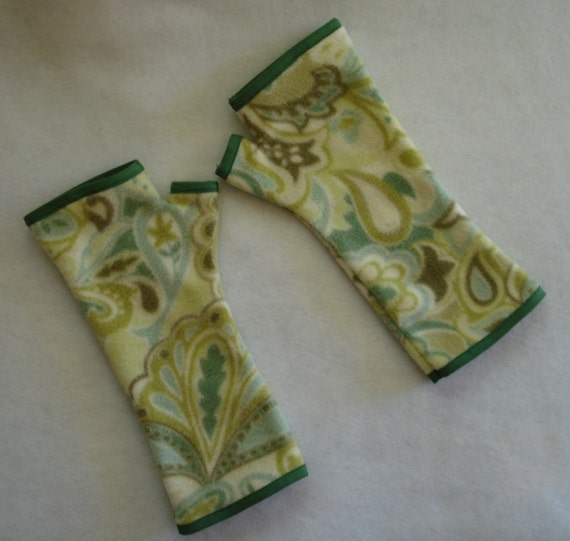 Green Paisley Fleece Fingerless Gloves, Texting Gloves, Wrist Warmers, Warm, Cozy, Soft Green, Cream