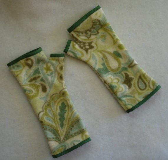 Green Paisley Fleece Fingerless Gloves, Texting Gloves, Wrist Warmers, Warm, Cozy, Soft Green, Cream