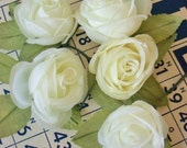 Vintage / Fabric Off White Roses / New Old Store Stock / Five Single Roses