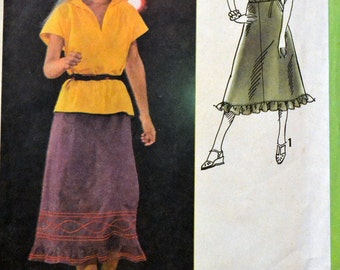 Vintage 1978 Sewing Pattern Simplicity 8850 Misses' Pullover Top and Skirt  Size 10 Bust  32 inches Complete