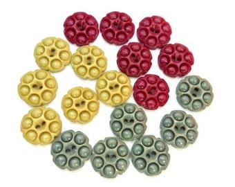 18 Vintage plastic buttons flower shape buttons 3 colors 15mm