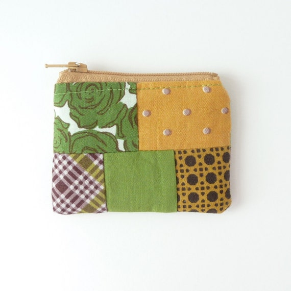cute coin purse pouch. mustard olive green hearing aid jewelry case travel. flash drive case. small friend gift. knit stitch marker case