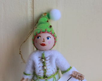 Green Fields Hanging Ornament Felt Art Dolls and Miniatures Easter Decorations
