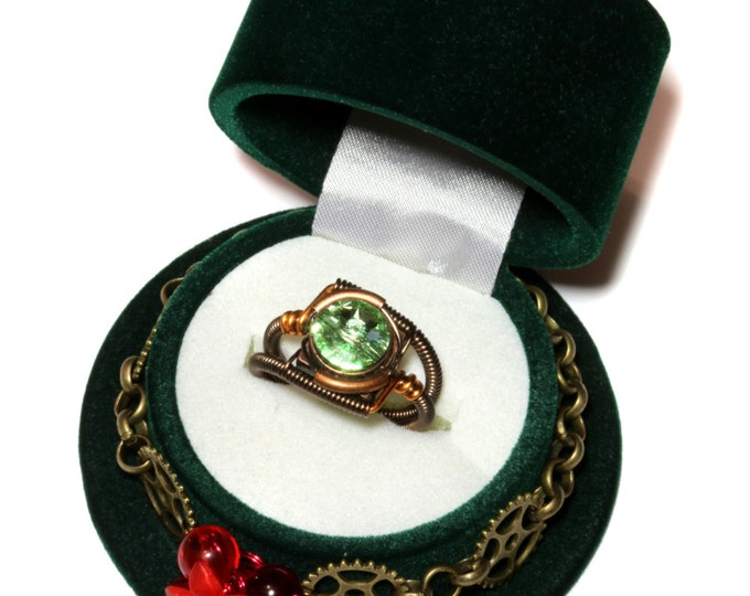 Valentine Limited Edition - Green Steampunk Top Hat Single Ring Box and Chrysolite Swarovski Crystal Ring