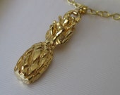 VINTAGE Realistic Pineapple Fruit Gold Metal Costume Jewelry Necklace