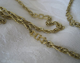 Long VINTAGE Gold Metal Chain Costume Jewelry Necklace