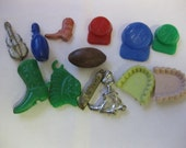 Vintage lot of 13 Loopless Gumball Charms Violin Teeth Hat Dog Boot Indian Knife Football