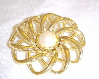 Signed Monet 1960's Vintage Goldtone and Pearl Circle Pin