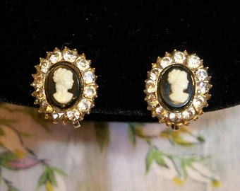 Vintage 1950s Coro Cameo Screwback Earrings