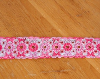 1 yard Mod Embroidered Vintage Trim- Juvenile Daisies Adorable 60s 70s New Old Stock Pink Scalloped