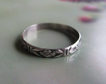 Delicate Sterling Silver Ring, Floral Stacking Ring, Handmade Silver Jewelry, Floral Patterned Ring Band