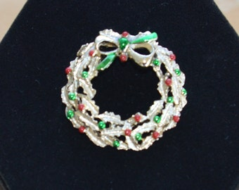 Pretty Vintage Christmas Wreath Brooch, Pin, Holiday Pin, Holiday Brooch