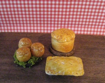 Medieval, food, Tudor food,  Mini Meat Pies, twelfth scale dollhouse miniature