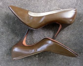 1960s Brown Spike Heels Leather Pumps - Size 6