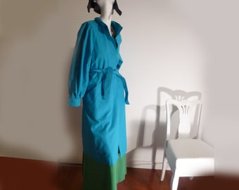 Classic vintage 70's or 80s Blue Trench Coat Formal Raglan Peter Pan London Fog Woman elegant coat perfect condition vintage chic blue coat