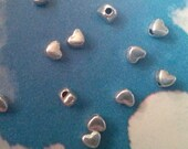 100 smooth, plain heart beads, shiny silver tone, 4mm