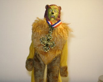 1970's Wizard of Oz Cowardly Lion figure