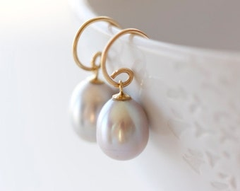 Solid 14k Gold and Grey Pearl Earrings - Classic Modern Recycled Gold