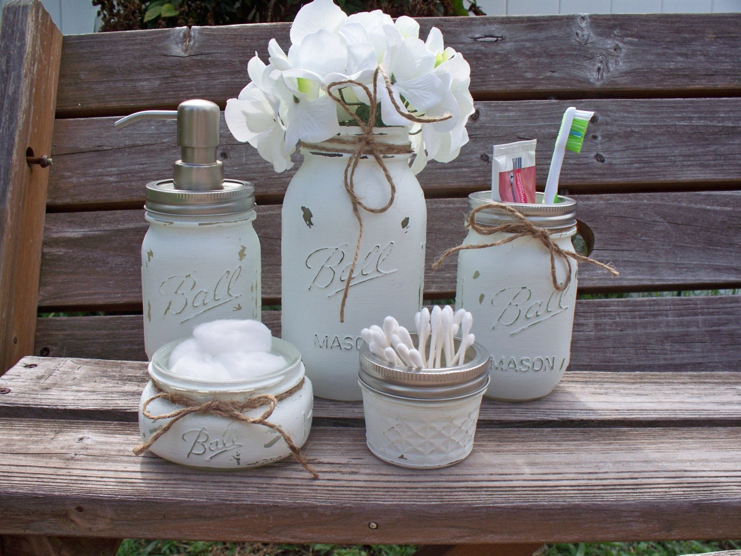 Mason jar bathroom set painted and distressed mason jars for Pot a coton salle de bain