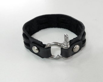 Black Leather Cuff Leather Bracelet with Stainless Horse Shoe Clasp