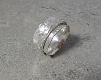 Sterling Silver Scalloped Spinner/Worry Ring