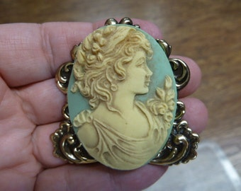 Blue Noble Lady with flowers flower in her hair shoulder CAMEO  brass Pin pendant Brooch jewelry CL14-32