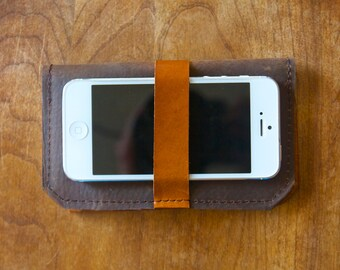 Leather iPhone Wallet - The DaKoda - in Oiled Brown and Caramel