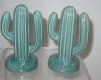 Sale 50% ~ A Pair Cactus  Salt  n Pepper Shaker   ~ Item 425