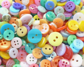 200pcs Round Plastic Buttons Assorted Colors 7-12mm Sewing EB40