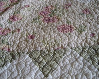Vintage  Handmade Quilt   121 X 90    Circa 1950s