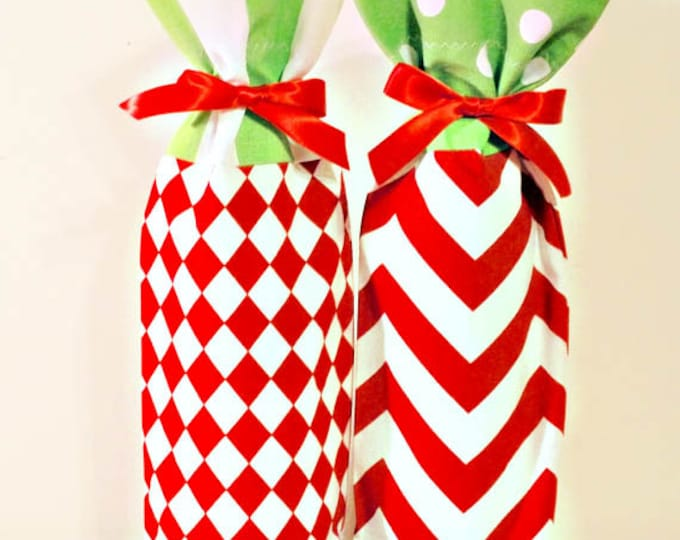 Christmas Wine Bags 2 - Party Decor - Set of 2 Wine Bags, Wine Sack, Wine Lover  - Hostess Gift, Set of 2, Traditional Christmas Decorations
