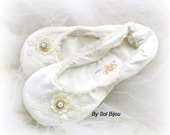 Ballet Slippers, Ivory, Ballet Flats, Bridal Shower, Wedding Flats, Lace Flats, Ballerina Slippers, Flower Girl Flats, Pearls, Vintage Style
